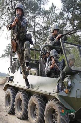 Soi xe dia hinh ATV cua bo binh co gioi Trung Quoc-Hinh-7