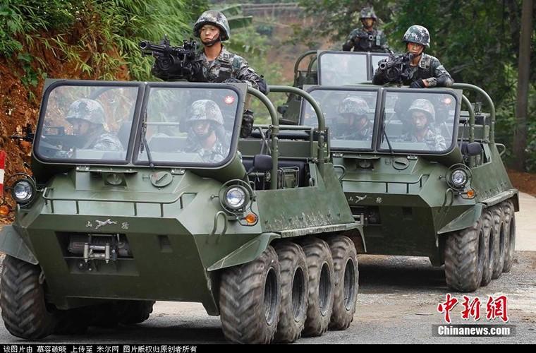 Soi xe dia hinh ATV cua bo binh co gioi Trung Quoc-Hinh-8
