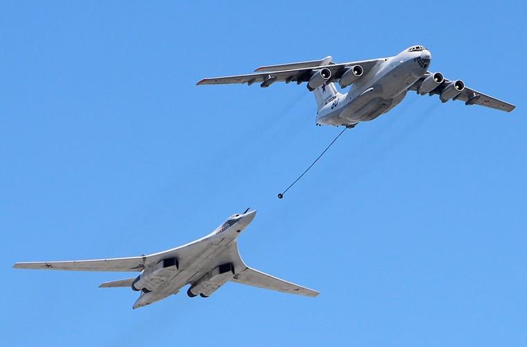 Nga muon bien chuyen co Il-96-400TZ thanh