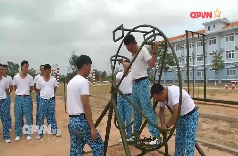 Bo doi tau ngam Viet Nam ren luyen gian kho the nao?-Hinh-5