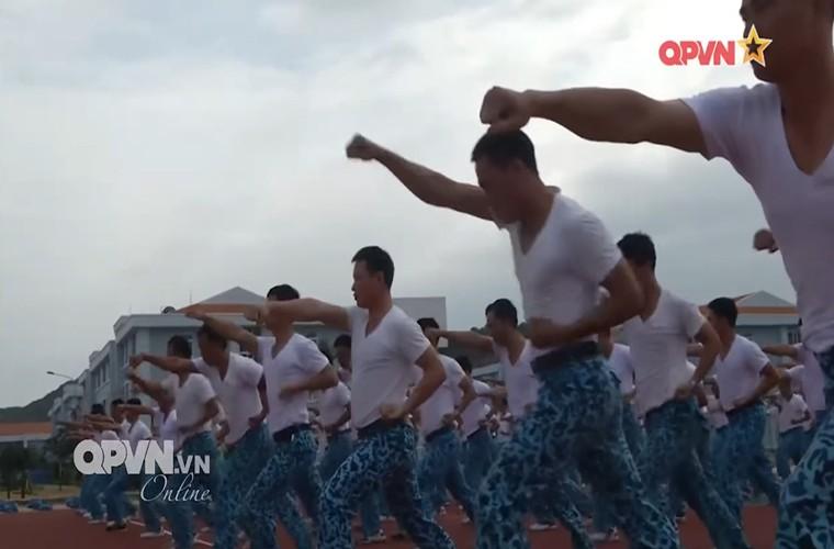 Bo doi tau ngam Viet Nam ren luyen gian kho the nao?-Hinh-6