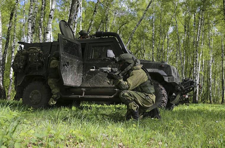 Tai sao linh du Nga lai chon xe thiet giap chuan NATO?