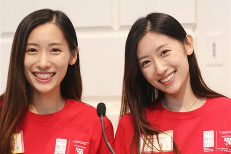 Chi em sinh doi noi tieng nguoi Trung Quoc cung tot nghiep Harvard-Hinh-2