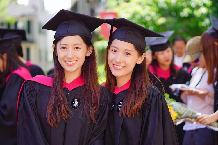 Chi em sinh doi noi tieng nguoi Trung Quoc cung tot nghiep Harvard