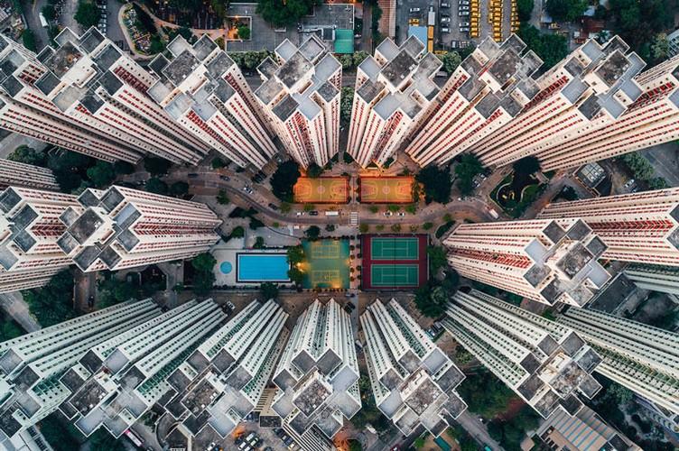 Ngo ngang nhung toa cao oc Hong Kong nhin tu tren... troi