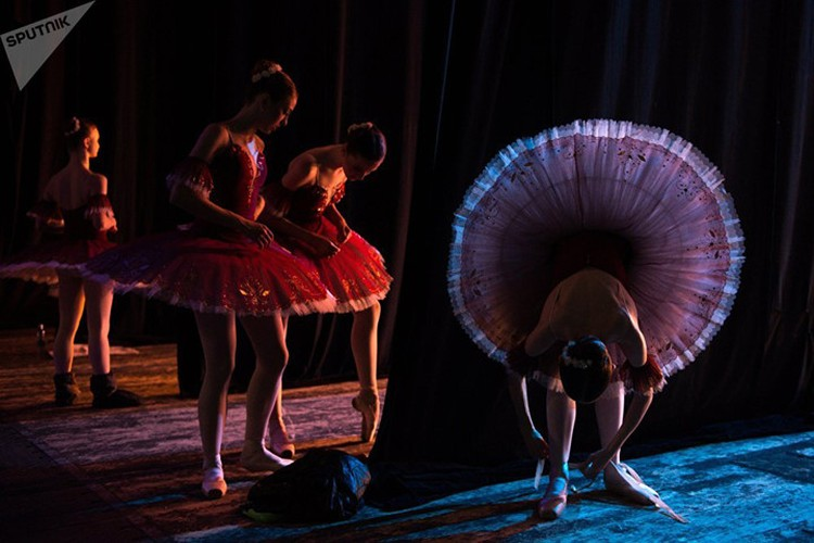 Kham pha cuoc song kho luyen cua cac vu cong Ballet tre-Hinh-11