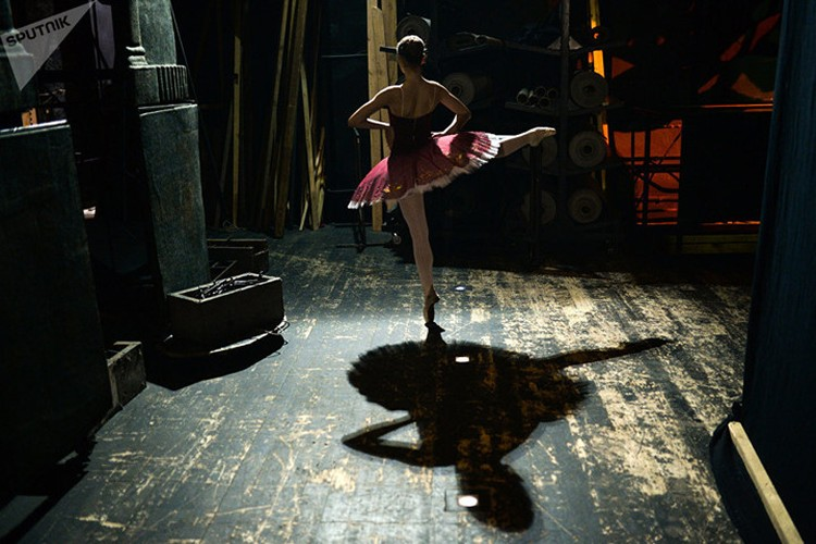 Kham pha cuoc song kho luyen cua cac vu cong Ballet tre-Hinh-7