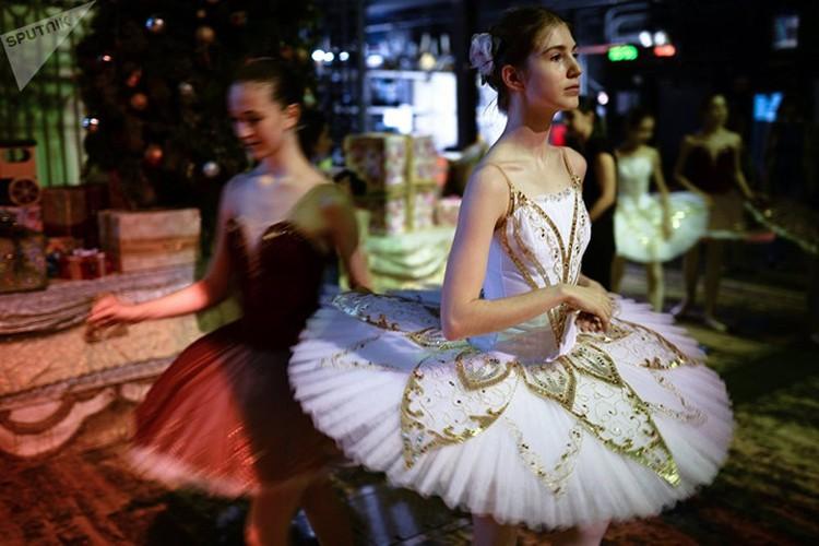 Kham pha cuoc song kho luyen cua cac vu cong Ballet tre-Hinh-9