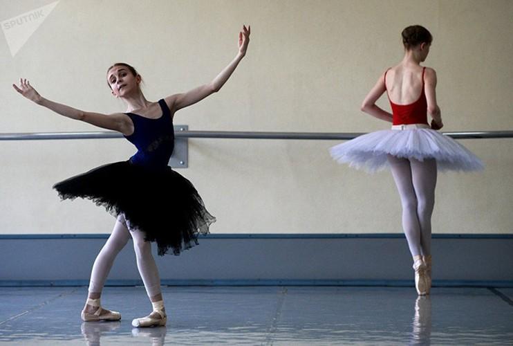 Kham pha cuoc song kho luyen cua cac vu cong Ballet tre