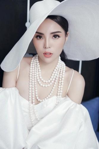 Guong mat gay go, hoc hac gay soc cua Hoa hau Ky Duyen-Hinh-4