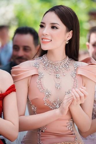 Guong mat gay go, hoc hac gay soc cua Hoa hau Ky Duyen-Hinh-5