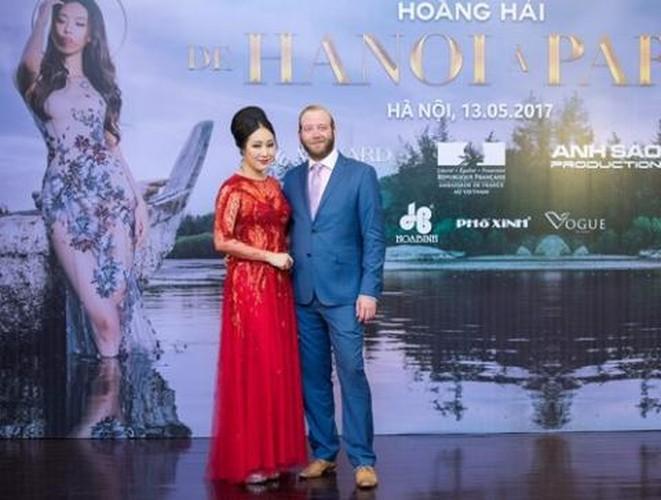 Ha Anh, Phuong Vy duoc chong di giay, bop chan khien fan xuyt xoa-Hinh-10