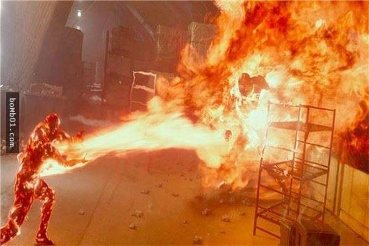 Manh khoe danh lua hang ty khan gia trong phim bom tan-Hinh-8