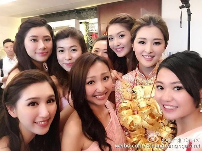 "Choang voi doi thuc cua hoa hau deo ""tan"" vang tren co-Hinh-4"
