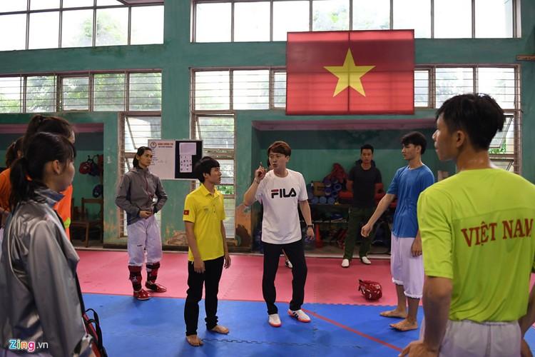 Tuyen taekwondo kho luyen bang dung cu dac biet truoc SEA Games-Hinh-4