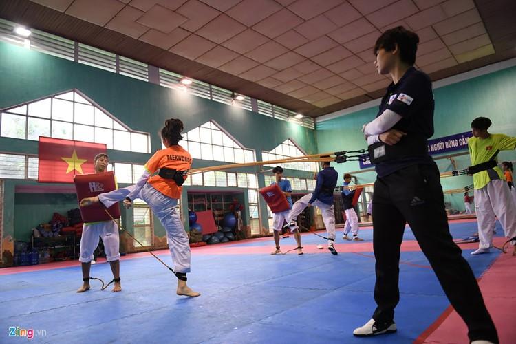 Tuyen taekwondo kho luyen bang dung cu dac biet truoc SEA Games-Hinh-5