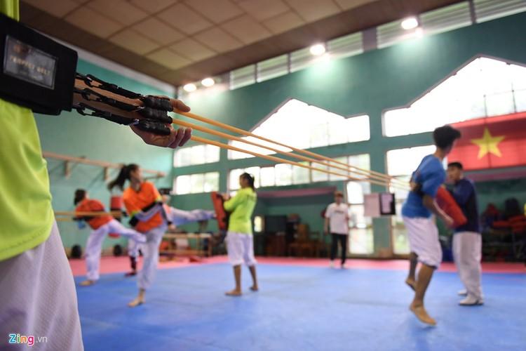 Tuyen taekwondo kho luyen bang dung cu dac biet truoc SEA Games-Hinh-9