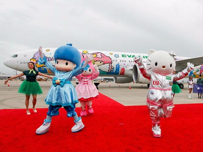 Kham pha may bay Hello Kitty de thuong nhat the gioi