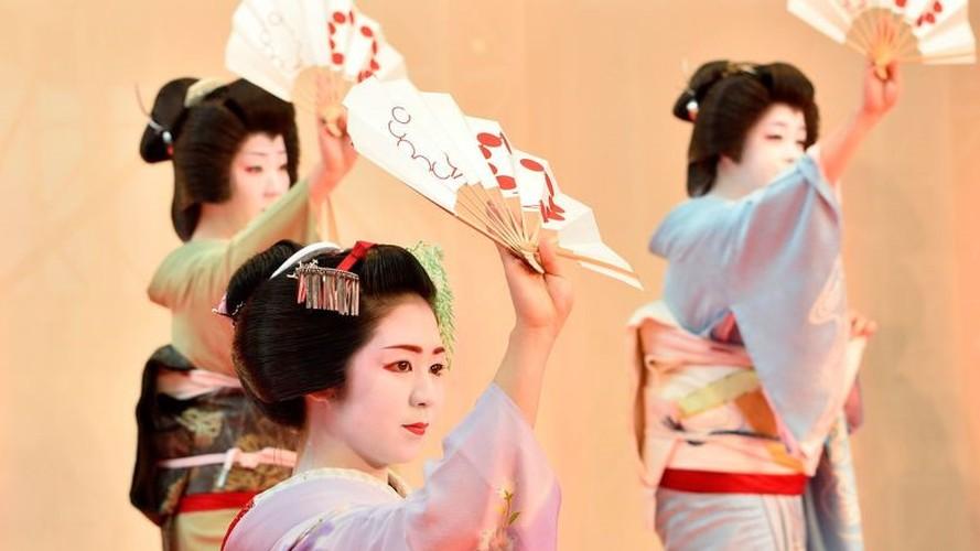 Cuoc song bi an cua cac thieu nu kho luyen thanh geisha-Hinh-11