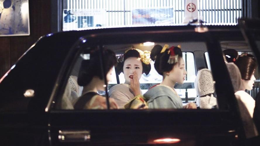 Cuoc song bi an cua cac thieu nu kho luyen thanh geisha-Hinh-2