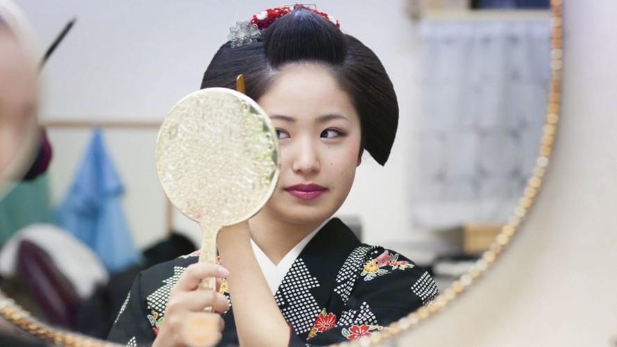 Cuoc song bi an cua cac thieu nu kho luyen thanh geisha-Hinh-3