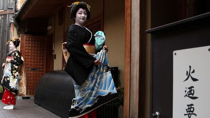Cuoc song bi an cua cac thieu nu kho luyen thanh geisha-Hinh-9