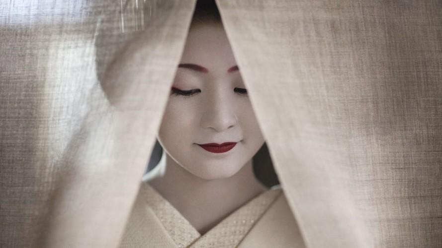 Cuoc song bi an cua cac thieu nu kho luyen thanh geisha