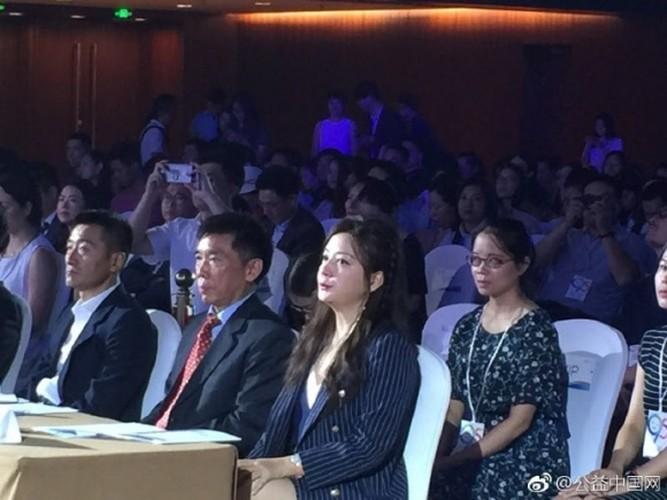 """""""Boc me"""" nhan sac that cua nang Tieu Yen Tu khi chua photoshop-Hinh-4"""