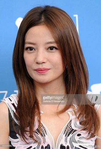 """""""Boc me"""" nhan sac that cua nang Tieu Yen Tu khi chua photoshop-Hinh-6"""