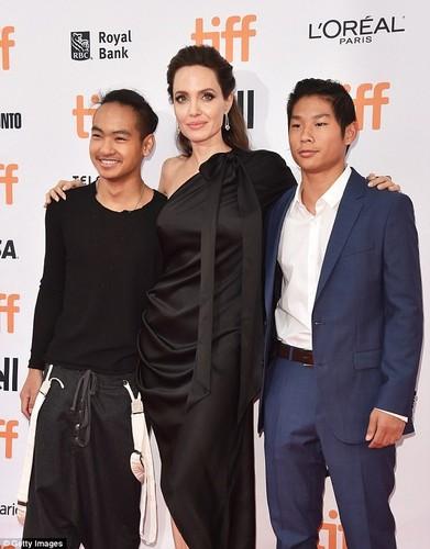Pax Thien 13 tuoi banh bao chung chac ben me Angelina Jolie-Hinh-4
