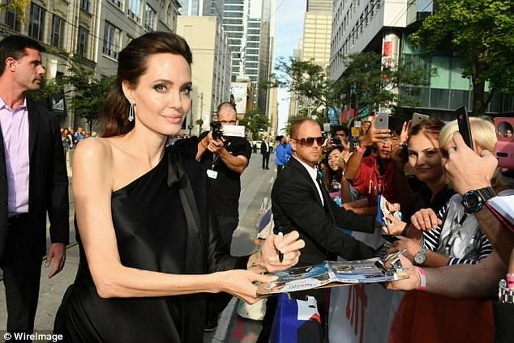 Pax Thien 13 tuoi banh bao chung chac ben me Angelina Jolie-Hinh-8