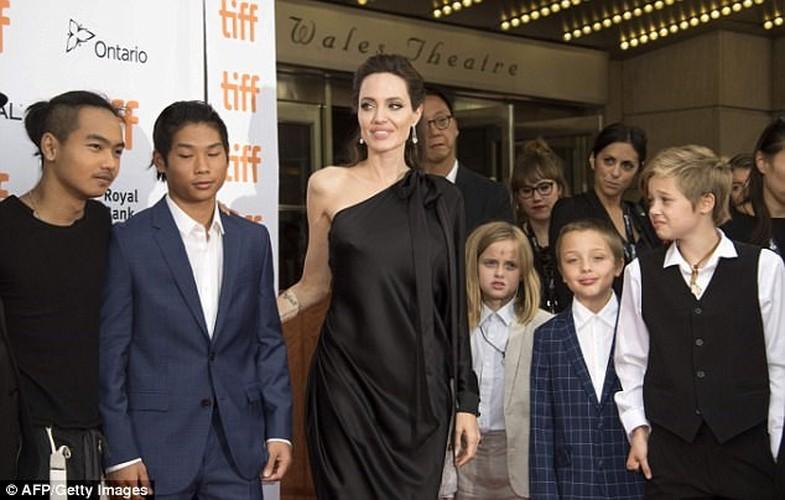 Pax Thien 13 tuoi banh bao chung chac ben me Angelina Jolie