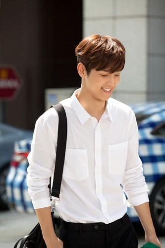 "Lee Min Ho cung phai ""coi chung"" nhung nam than nay-Hinh-4"