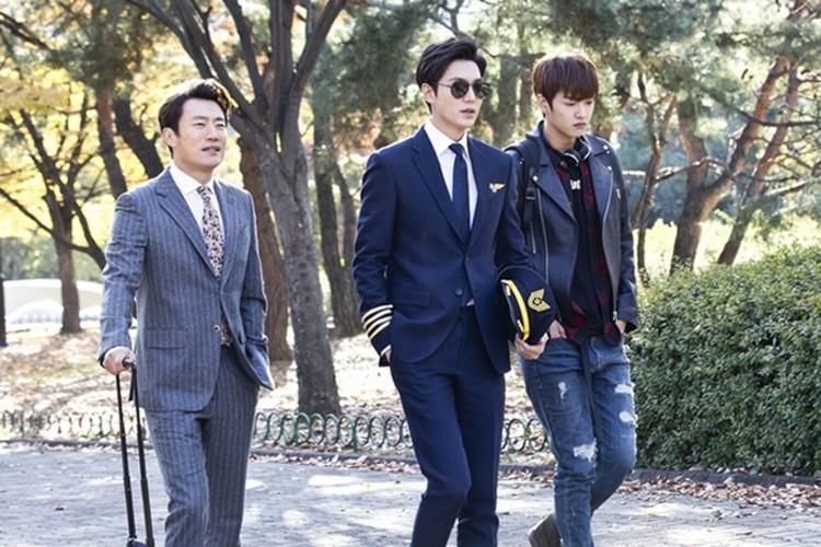 "Lee Min Ho cung phai ""coi chung"" nhung nam than nay"