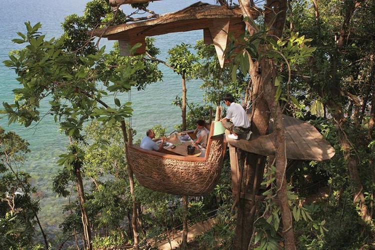 Den Thai Lan tan huong bua tiec lo lung tren cay-Hinh-2