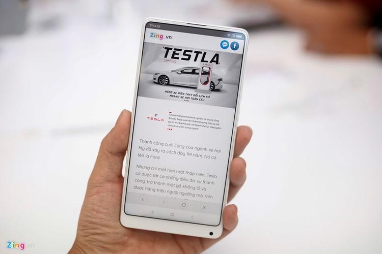 5 smartphone khong vien man hinh dep nhat hien nay-Hinh-2