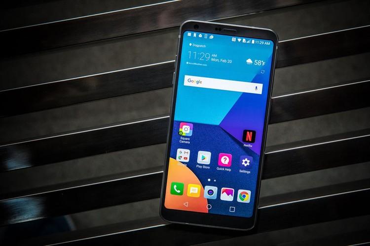 5 smartphone khong vien man hinh dep nhat hien nay-Hinh-5