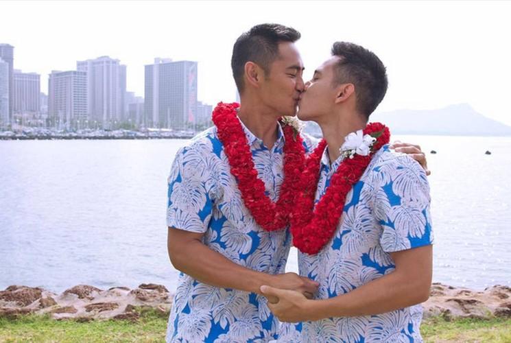 Anh dam cuoi gay choang cua Ho Vinh Khoa va ban trai tai My