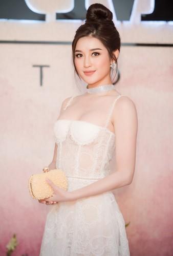 """Dang Thu Thao """"do mat"""" lo """"nguc lep"""" vi mac loi trang phuc nay-Hinh-3"""
