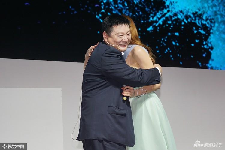 Lam Chi Linh thuong xuyen bi sam so do an mac qua goi cam-Hinh-5
