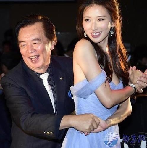 Lam Chi Linh thuong xuyen bi sam so do an mac qua goi cam