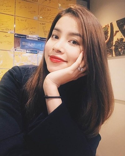 Hoa hau Pham Huong gay soc voi chiec nhan kim cuong khung-Hinh-7