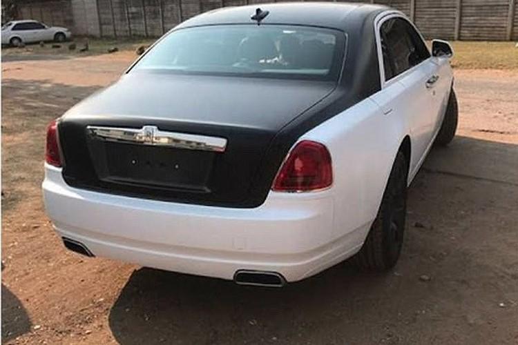 Con trai ba Grace Mugabe tau xe dat tien giua luc Zimbabwe vo no-Hinh-3