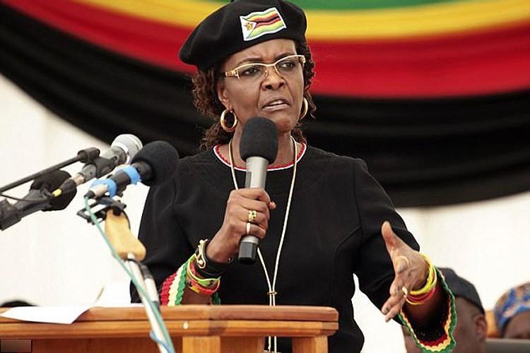 Con trai ba Grace Mugabe tau xe dat tien giua luc Zimbabwe vo no-Hinh-9