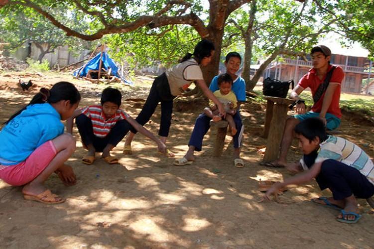 Tro choi thoi bao cap binh di cua tre em Viet Nam-Hinh-2