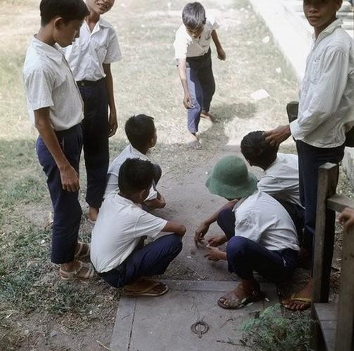Tro choi thoi bao cap binh di cua tre em Viet Nam-Hinh-8