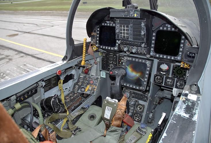 Giai ma cac loai dong ho trong buong lai tiem kich Su-30-Hinh-2