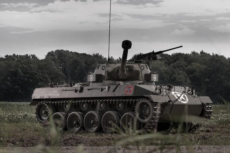 Quai di phao tu hanh chong tang M18 Hellcat cua My