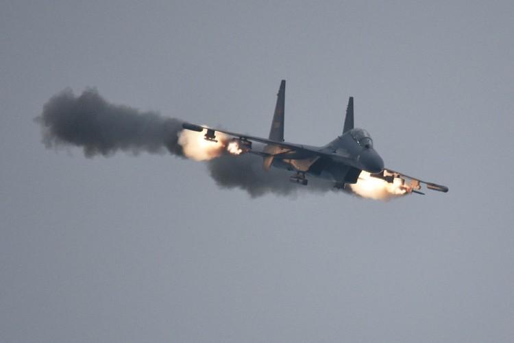 Anh: Trung Quoc trien khai tiem kich Su-30MKK phong rocket tan cong-Hinh-10