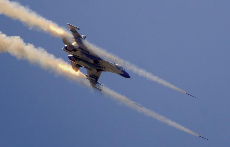 Anh: Trung Quoc trien khai tiem kich Su-30MKK phong rocket tan cong-Hinh-7